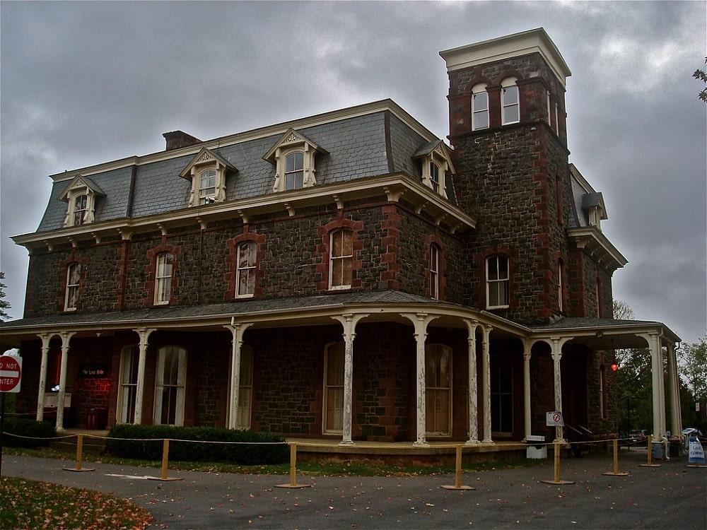 Haunted Paxton Manor (Leesburg)